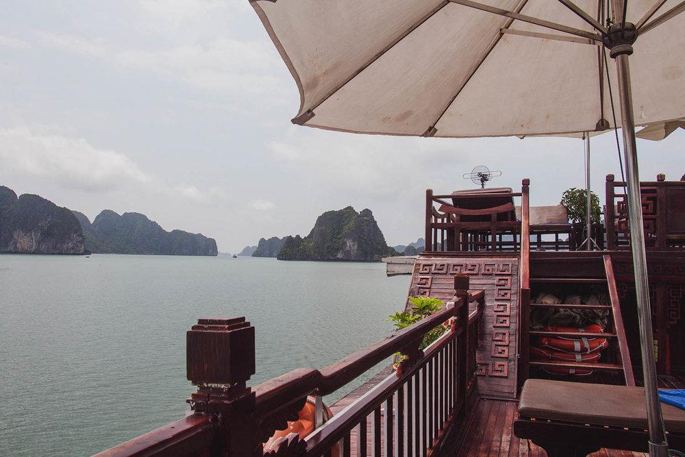 bai-tu-long-bay-china-junk-boat.jpg