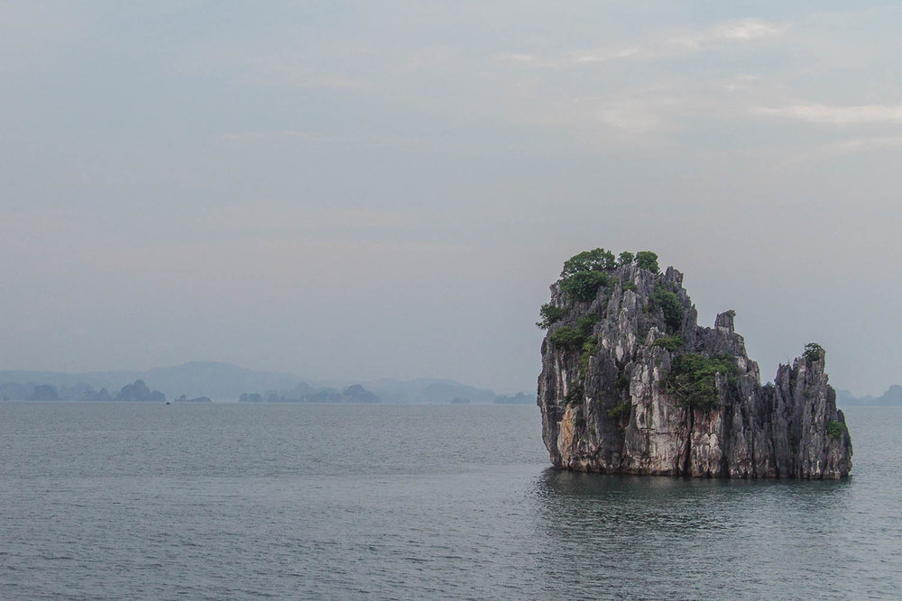 bai-tu-long-bay-boat-tour.jpg