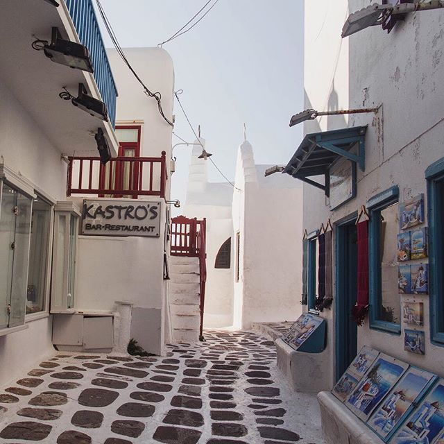 It's really no wonder it's so easy to become lost in #MykonosTown: the entire town is a maze of beautiful white buildings with blue trimming and gorgeous cobbled paths ❤️ See more pics on the blog! #mykonos #visitgreece