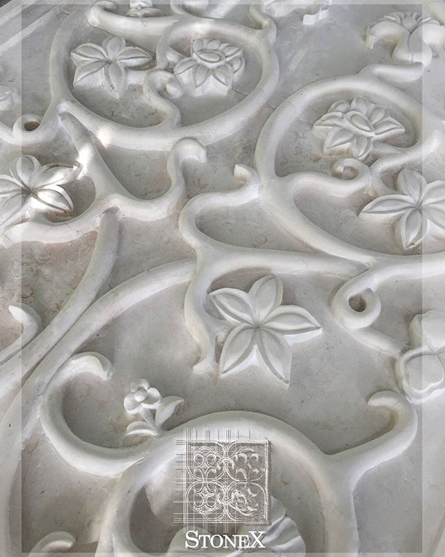 Natural stone designs | Diseños en piedra natural #naturalstone #handcarved #limestone #mantle #quality #homedesign #architecture #exteriordesign #interiorism #interiordesign #homedecor #handmade #naturalstonedesign #constructors #canterastone #homeexpert #details #style #elegance #luxuryhomes #dreamhouses #dreamhome