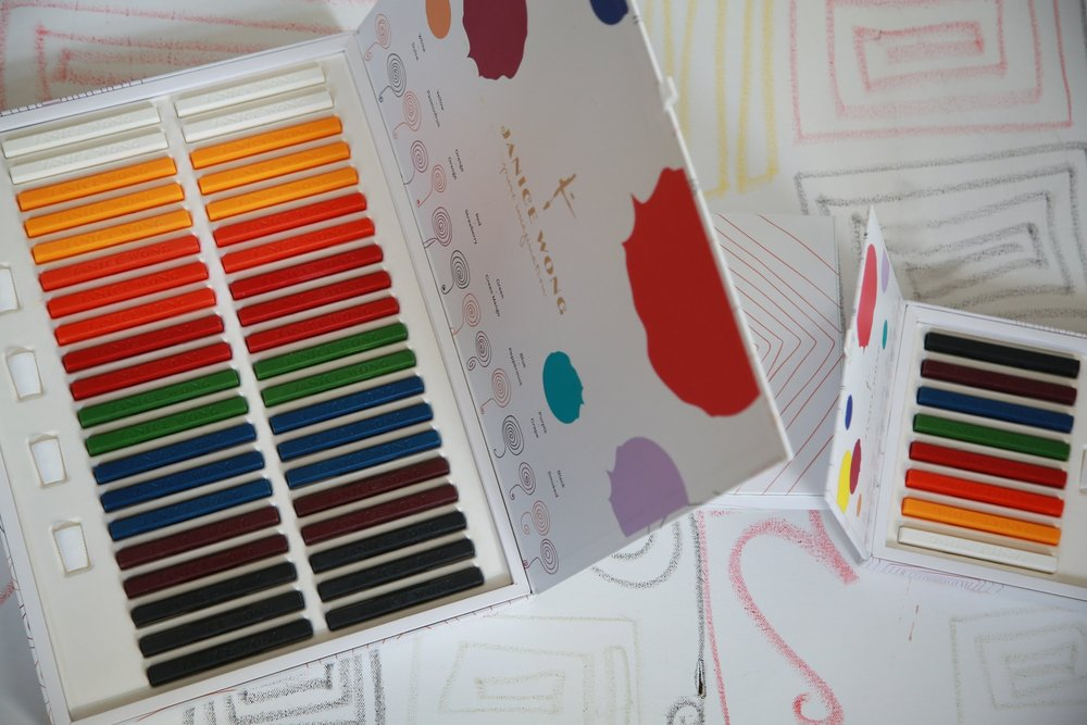 DRAW, CREATE & INSPIRE    CHOCOLATE CRAYON BOX OF 40 AND BOX OF 8