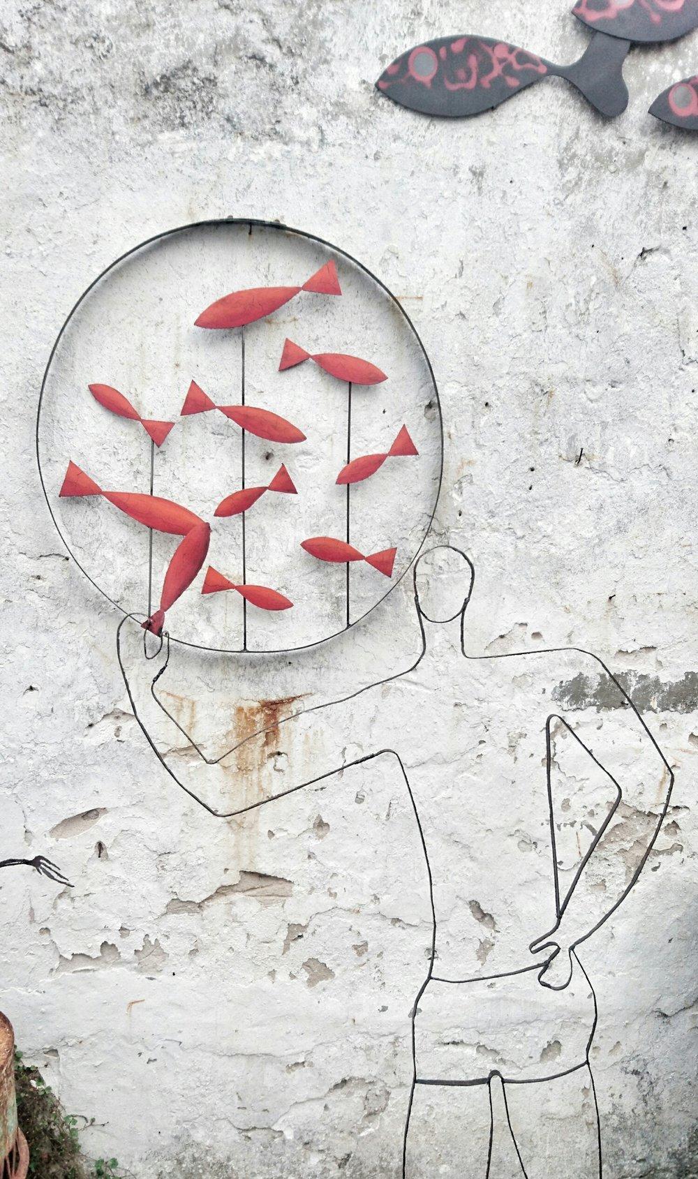 un lanceur de poisson rouge.