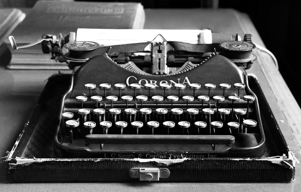 typewriter-1603999_1920.jpg