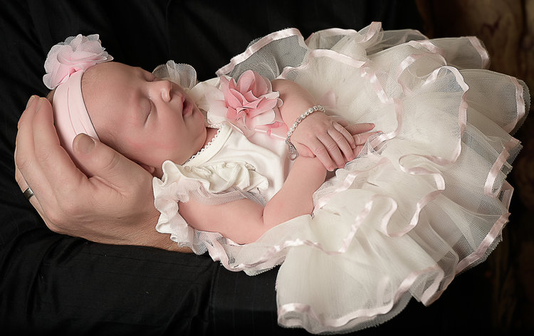 Newborn photographer baby maycee epic images photography evansville in