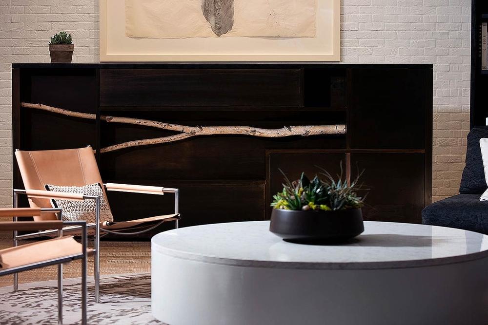 glover-park-hotel-living-room-7bdce709.jpg