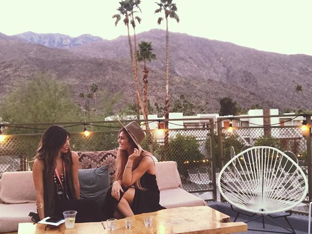 Sunday vibes in Palm Springs @ember_retreat @acehotelpalmsprings • • • • • #emberretreat #palmsprings #businessretreat #sundayvibes #businessowner #acehotelpalmsprings #retro #sundayfunday