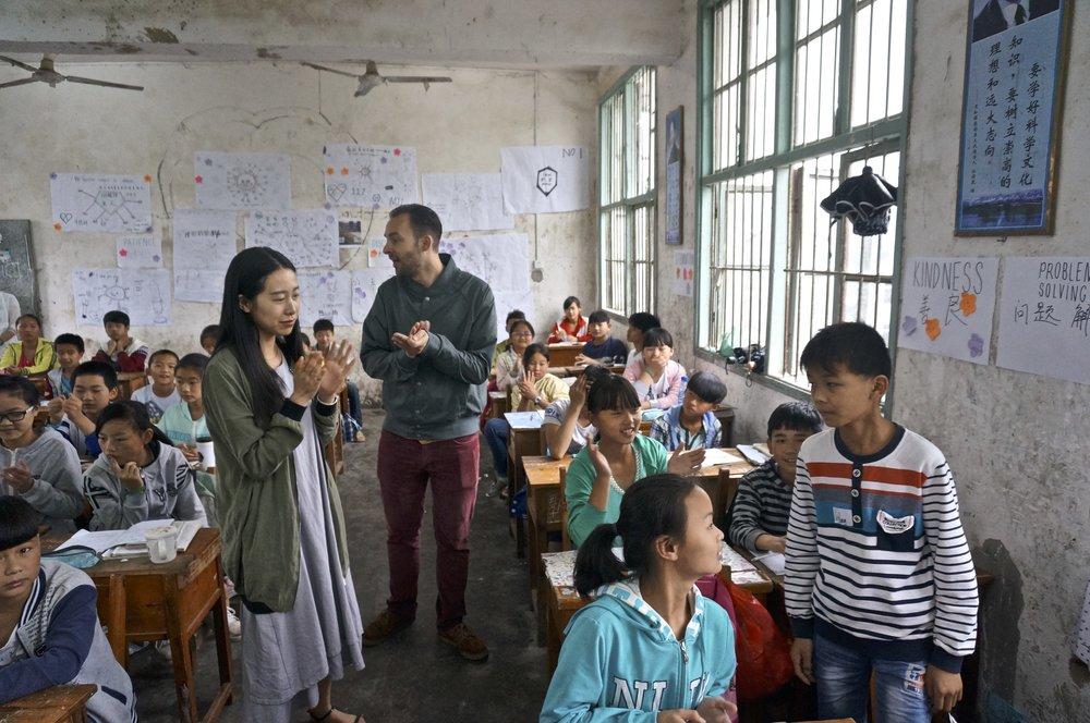 BEKIJK   HIER MEER VIDEO'S EN FOTO'S  VAN OLLIE AAN HET WERK IN CHINA.