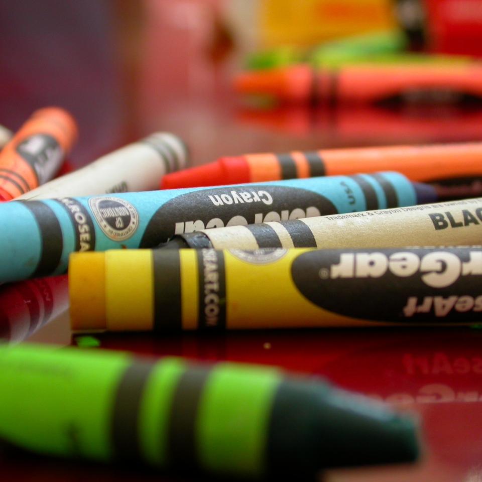 crayon-1559186.jpg