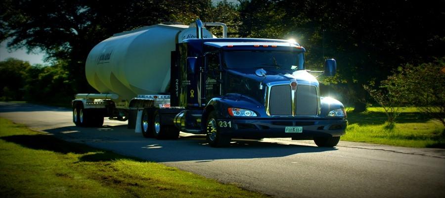 A bulk pneumatic truck (Source: Schwend Logistics Inc)