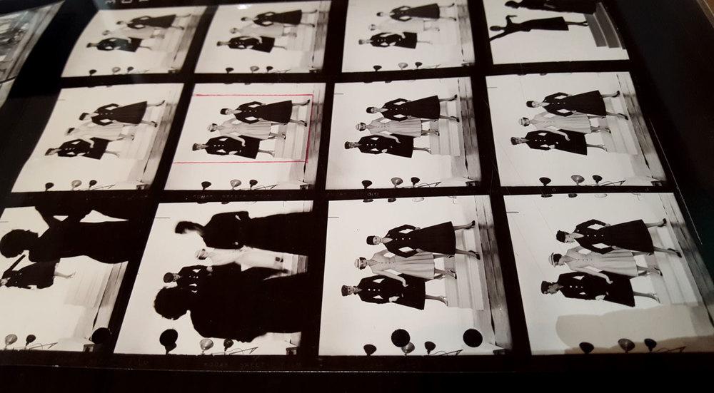 Freij möter Oddner. Fotografen Sandra Freij har dels gjort sin egen tolkning av Georg Oddners modefotografier, dels utgörs halva utställningen av hans originalfotografier. Utställningen kan ses fram till och med 13 november.