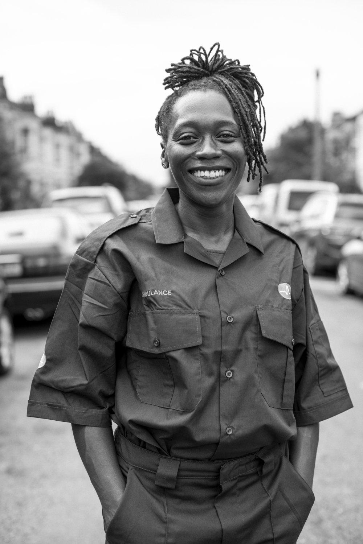 portrait-of-female-paramedic-in-uniform-GYP8CV7.jpg
