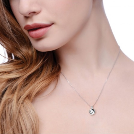 Necklaces<a href=necklaces>></a><strong></strong>
