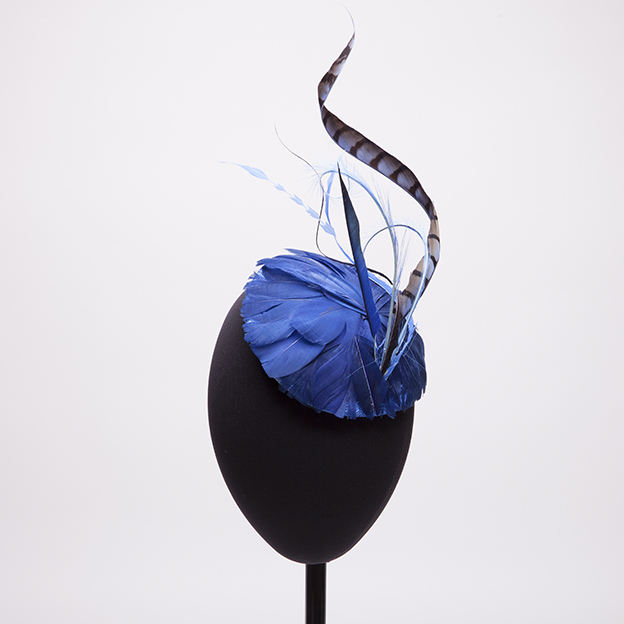 casquete-azul-pluma.jpg