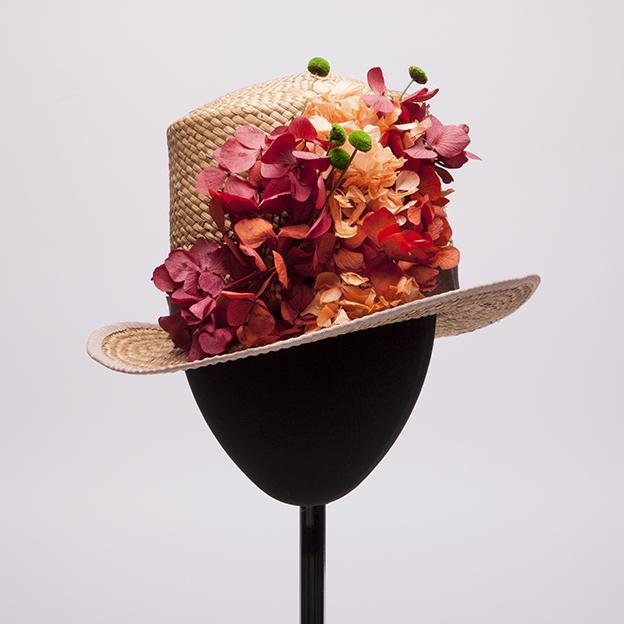 chistera-flores-rojas-lostocadosdemarieta.jpg
