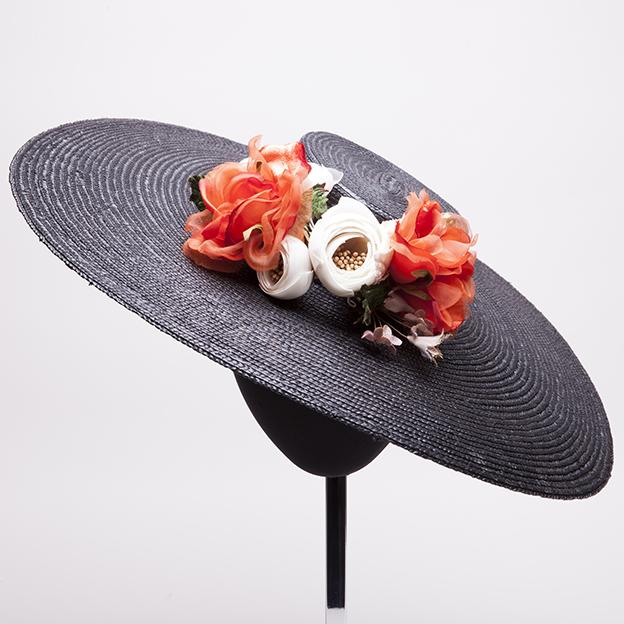 pamela-negra-con -flores-lostocadosdemarieta.jpg