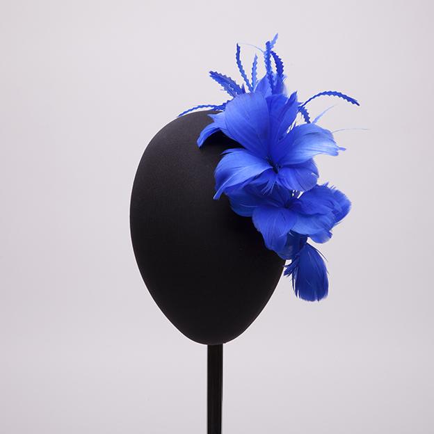 tocado-plumas-azul-klein-lostocadosdemarieta.jpg