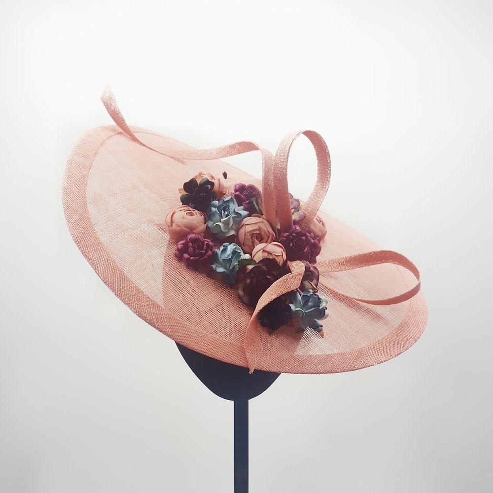 pamela-rafia-adornofloral-vino-rosado-lostocadosdemarieta-1.jpeg