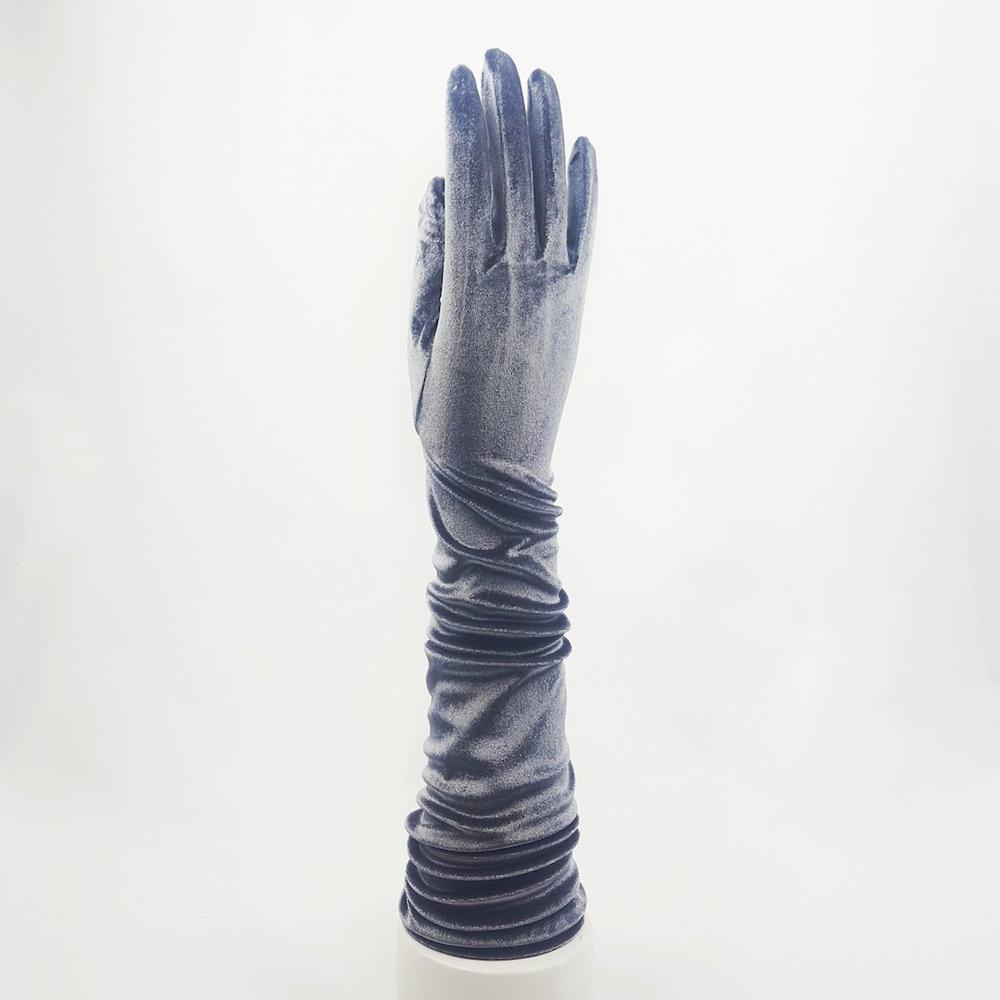 guantes-largos-terciopelo-gris-lostocadosdemarieta.jpeg