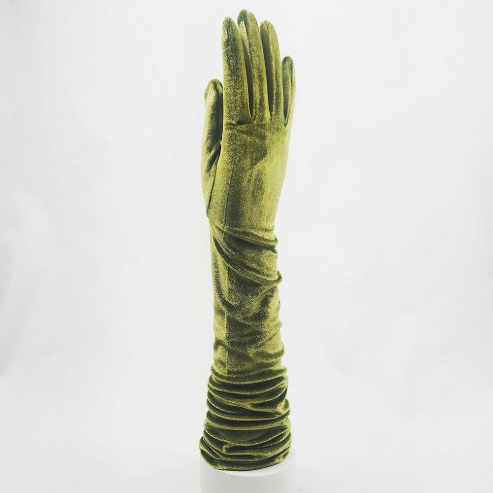 guantes-largos-terciopelo-verdes-lostocadosdemarieta.jpeg