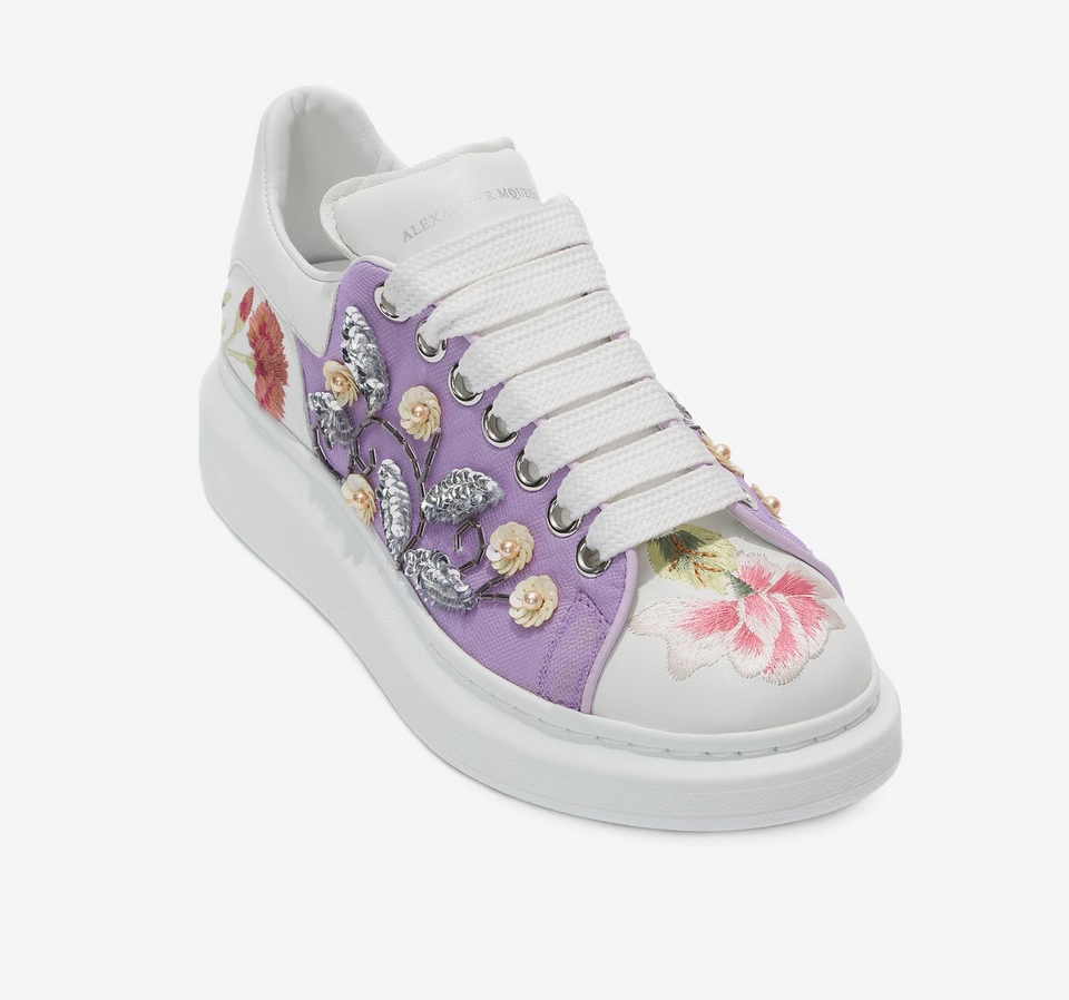 Sneakers con flores de Alexander McQueen