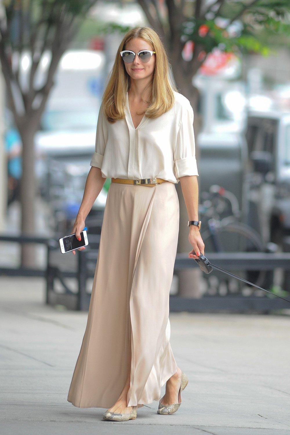 Oliva Palermo con camisa y falda de seda
