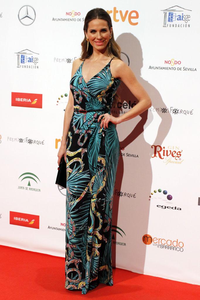 La actriz Vanessa Romero con un vestido ajustado de gran escote