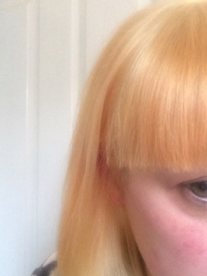 Excuse the Sunday morning face - my hair after its bleach lift - notice the shine and non-wispiness? That'll be the Olaplex!