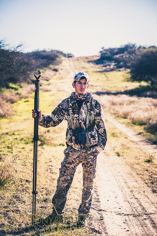 Argentinian hunting guide. La Pampa, Argentina ©tonybynum.com