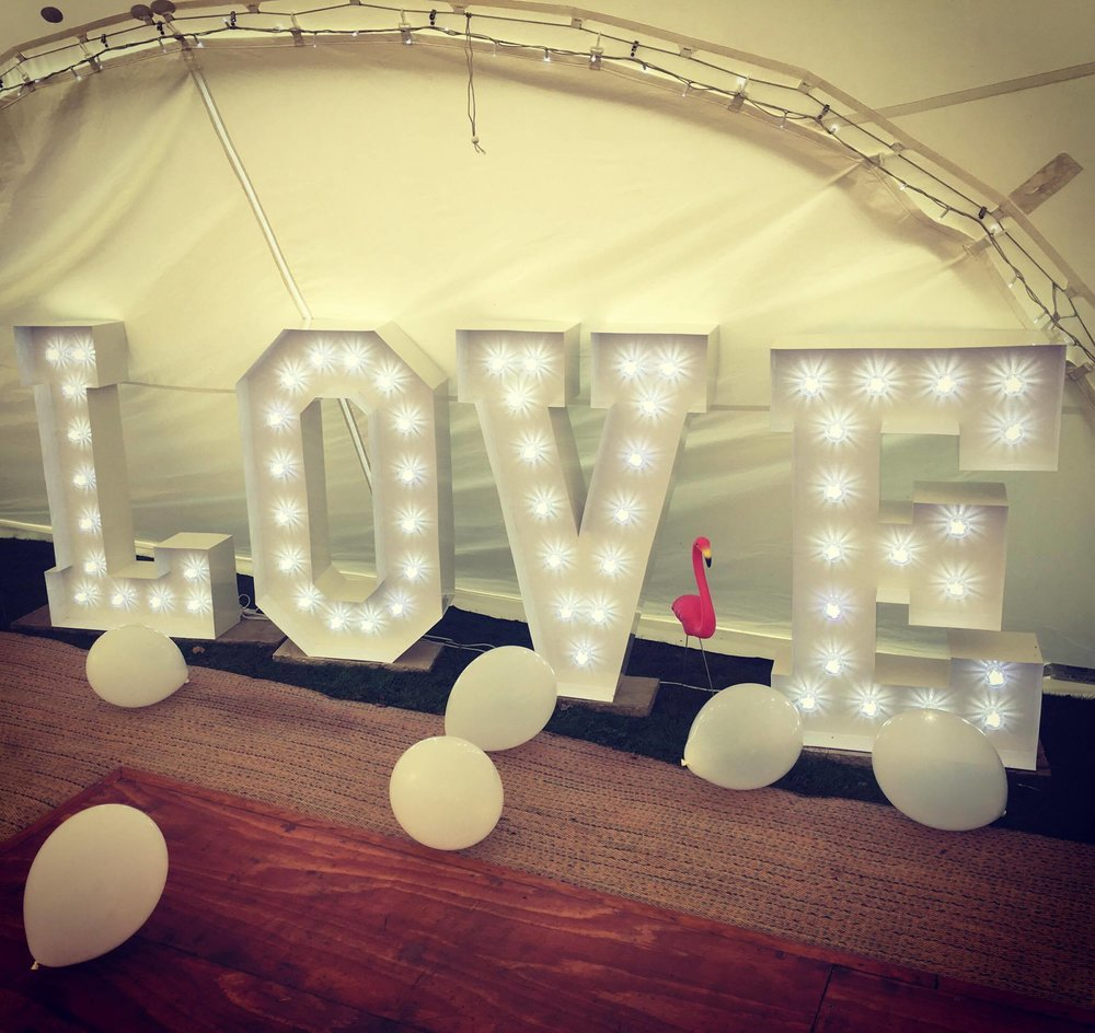 CIRCUS STYLE LOVE LETTERS