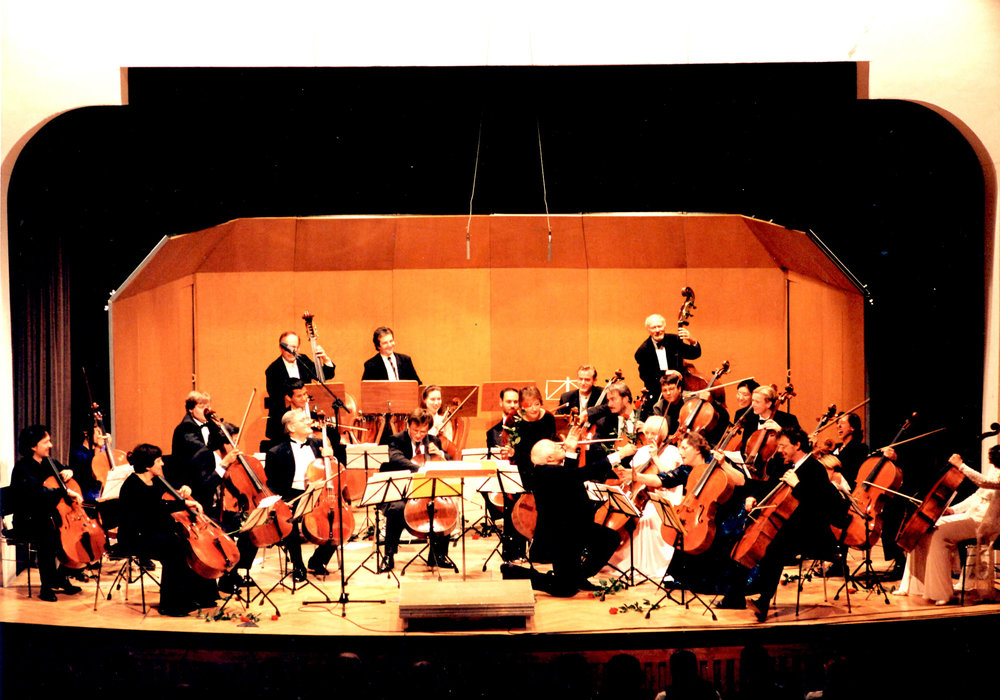 Cello Festival in Kronberg, Germany, honoring Rostropovich. (Rostropovich is kneeling). Cellists in orchestra: Natalia Gutman, David Geringas, Gary Hoffman and Maria Klegel amongst others.