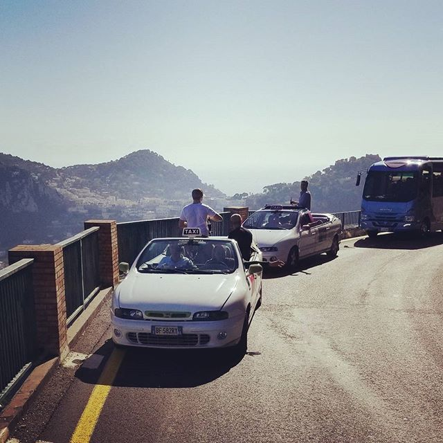 Car to car in Capri..!! #travelforwork #film #setlife🎥 #locationsound #eatwelltraveloften #capri #italy