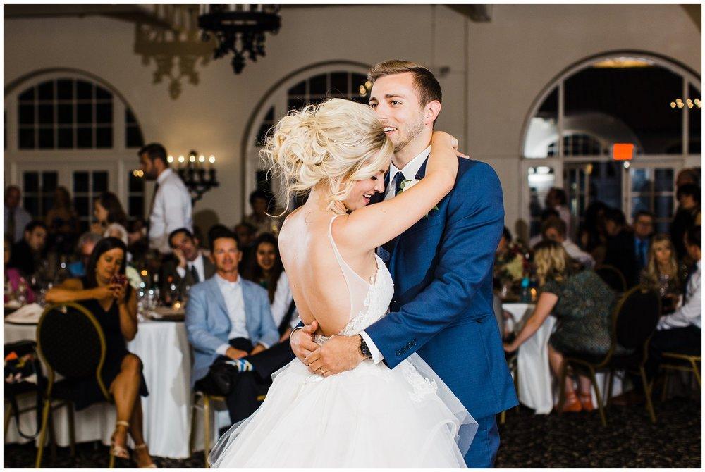 Alicia&Kurt_RavisloeCountryClubWedding_Chicagoweddingphotographer_RebeccaHaleyPhotography_0093.jpg