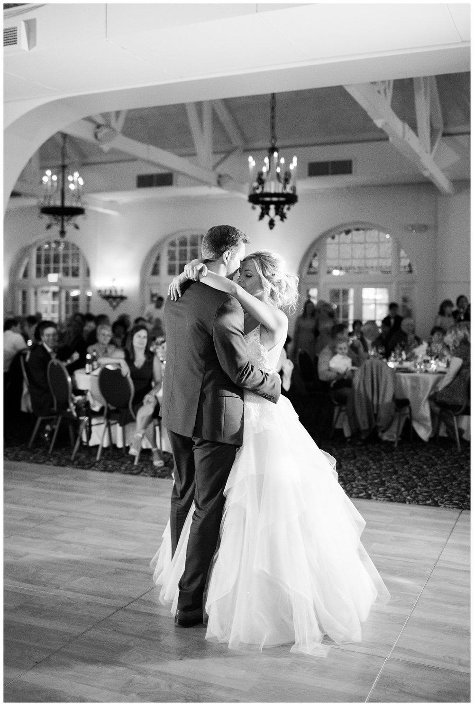 Alicia&Kurt_RavisloeCountryClubWedding_Chicagoweddingphotographer_RebeccaHaleyPhotography_0119.jpg