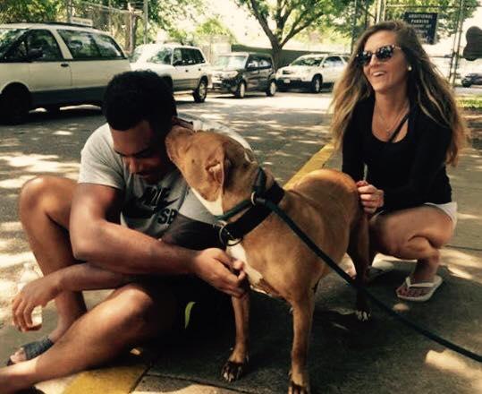 jugador-americano-adopto-perro-nadie-queria 2.jpg