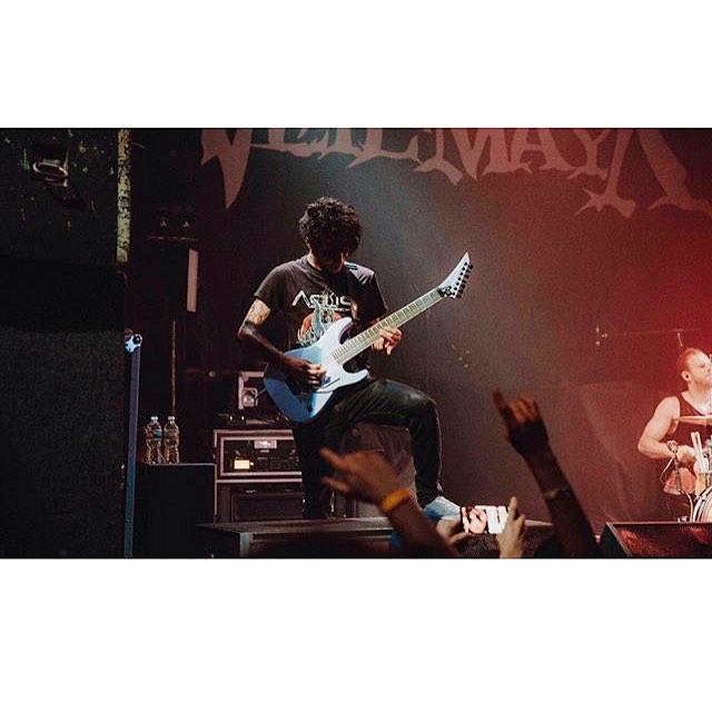 Marc straight reppin 🤘🏽#metal #djent #veilofmaya #jacksonguitars #madnessofmanytour #acius