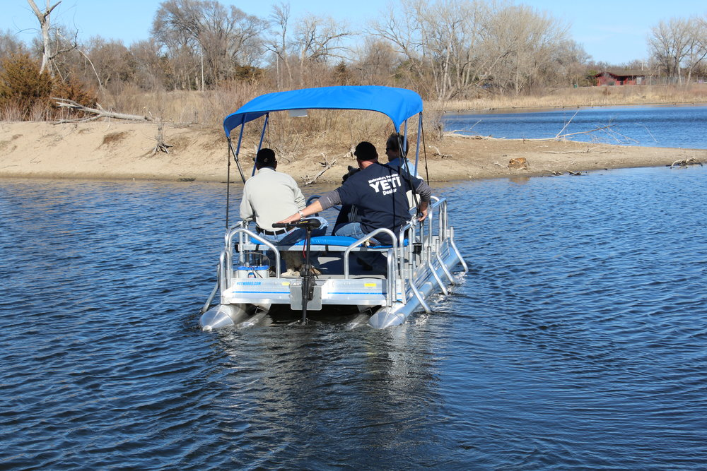 Pontoon boats hotwoods for Minn kota trolling motors for pontoon boats