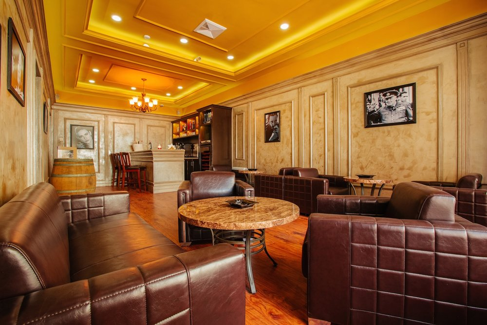 Cigar Lounge - Seating: 11
