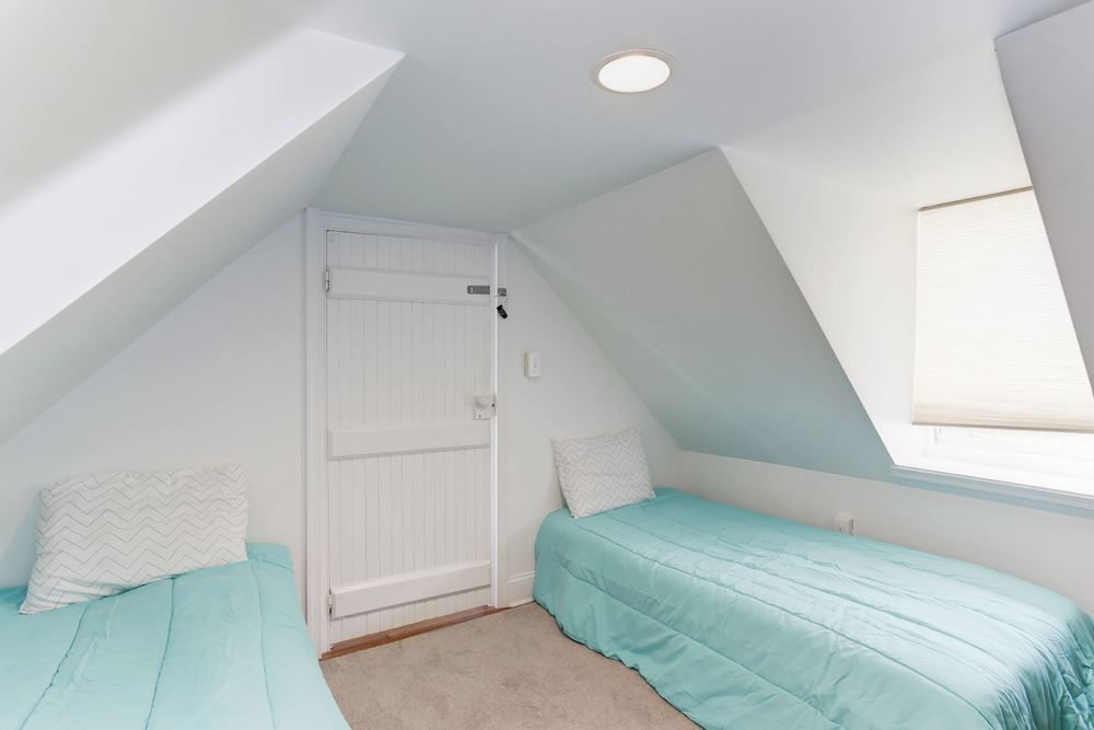 twin room; attached to master suite
