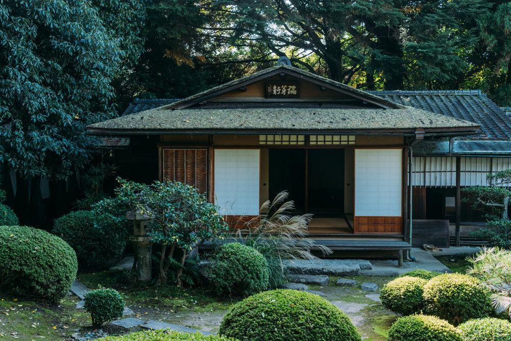 呈茶処の庭続きの敷地内には静謐な佇まいをとどめる茶室もございます。
