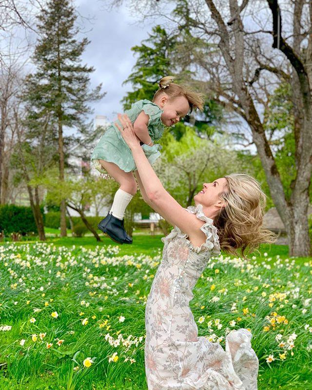 Jacksonville in the spring is worth the experience. 🌼 . . . . . #jacksonville #jacksonvilleoregon #spring #flowers #motherdaughter #mother #daughter #beauty #springtime #springflowers #photooftheday #instagram #instagramkids #instagrampic #hanleyfarm #centralpointoregon