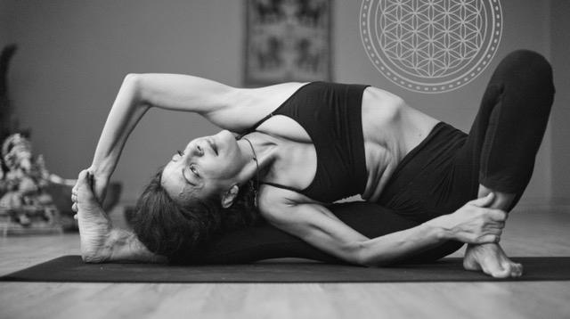 yin-yoga-betty-papadopoulou.jpg