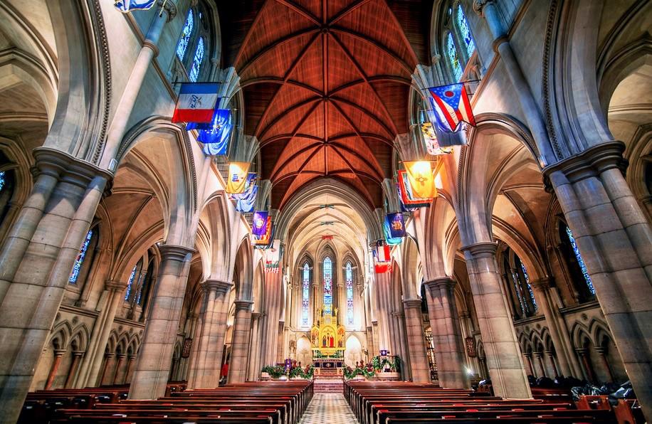 yoga-american-cathedral-paris.jpg