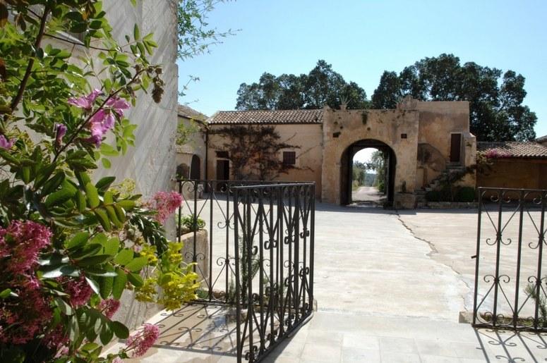 Zisola Estate via www.cntraveler.com