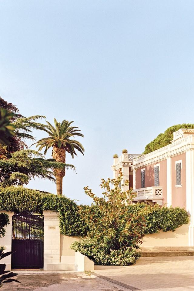 villa-paola-calabria-italy-conde-nast-traveller-8sept16-oliver-pilcher_640x960.jpg