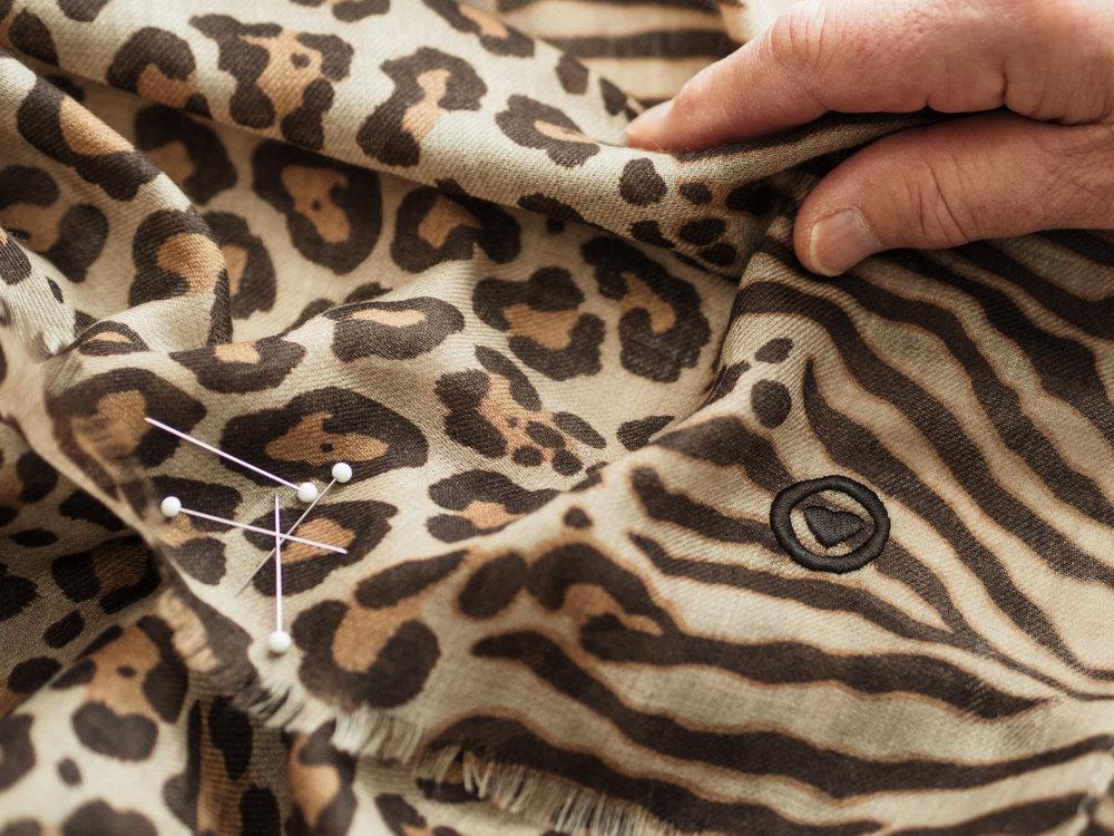 hands-leopard5.jpg