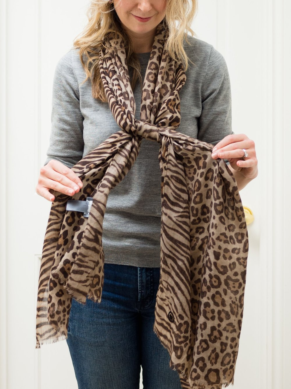 Lois Avery How to Tie a scarf