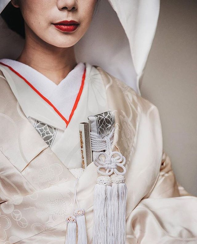 Had to post this beautiful image of the equally beautiful Saki taken by @cgoedke  No flowers here but plenty of tassels 🙏 how perfect does she look! #stilllifeflowers #hildestories #stilllifeflowerswedding #japanesewedding #ikebana #tassel