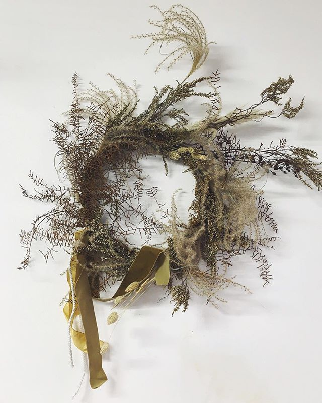 Just a couple of days left to win *this* ☝️wreath as well as a massage from the gods courtesy of @masajme_  Made with all my favourite dried flowers Iv been squirrelling away, I'll be sad to let this one go...although happy that theyre in a home within an actual home rather than my less homely hideaway box. To win 1. Like this post 2. Tag two of your best pals in the comments below and 3. Follow @masajme_ and @stilllifeflowers  winner will be announced this week ✨✨✨✨✨