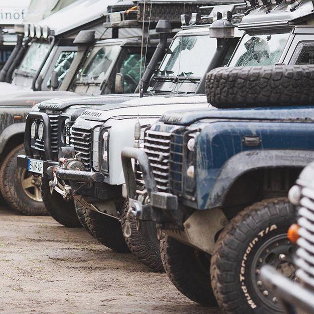 What's your style? 📷: @diedori77⠀ .⠀ .⠀ .⠀ .⠀ .⠀ #collection #defenderlove #landrover #defender #4x4 #classiccars #parkinglotdelegance #bestofbritish #landylove #defenderlife #exploremore #getoutside #traveltuesday #landrover #best4x4xfar #getoutanddrive #porsche911 #turbo #polerstuff #vscocam #vanlife #adventuremobile #badass #landroverdefender #offroad #landscape #lostrover
