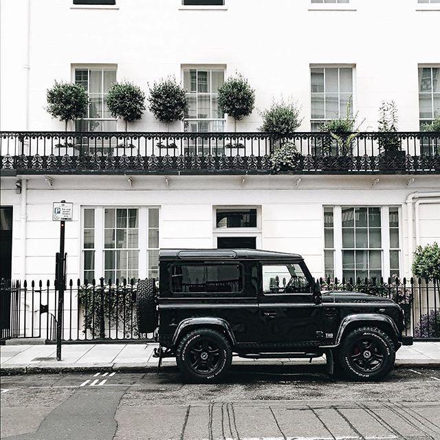 Black tie 📷:@mrlukechristian⠀ .⠀ .⠀ .⠀ .⠀ .⠀ #landrover #landroverdefender #defender #defender110 #landroverphotoalbum #autoseduction #best4x4xfar #fashion #model #citylife #carspotter #carswithoutlimits #parkinglotdelegance #getoutside #exploretheworld #worldtraveller #adventuremobile #traveltuesday #adventuretravel #esquire #understated #styleicon #stylemen #designlife #lessismore #iconic #lostrover
